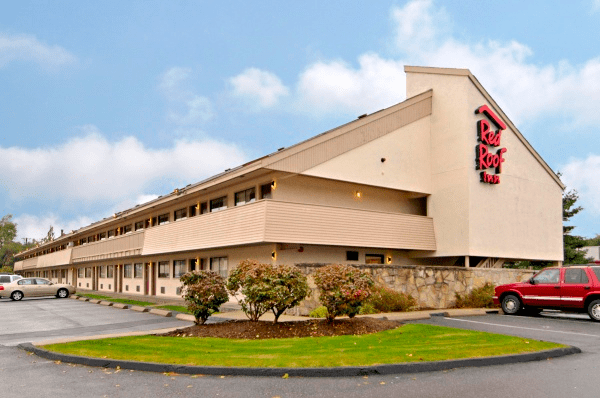 Red Roof Inn - one of the pet-friendly hotel chains where pets stay free!