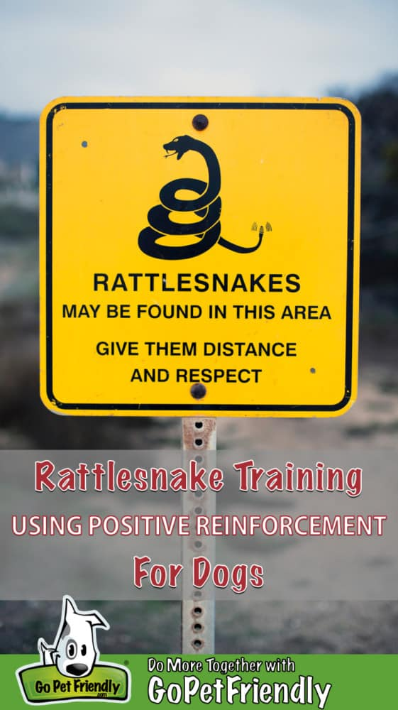 Sign announcing rattlesnakes in the area