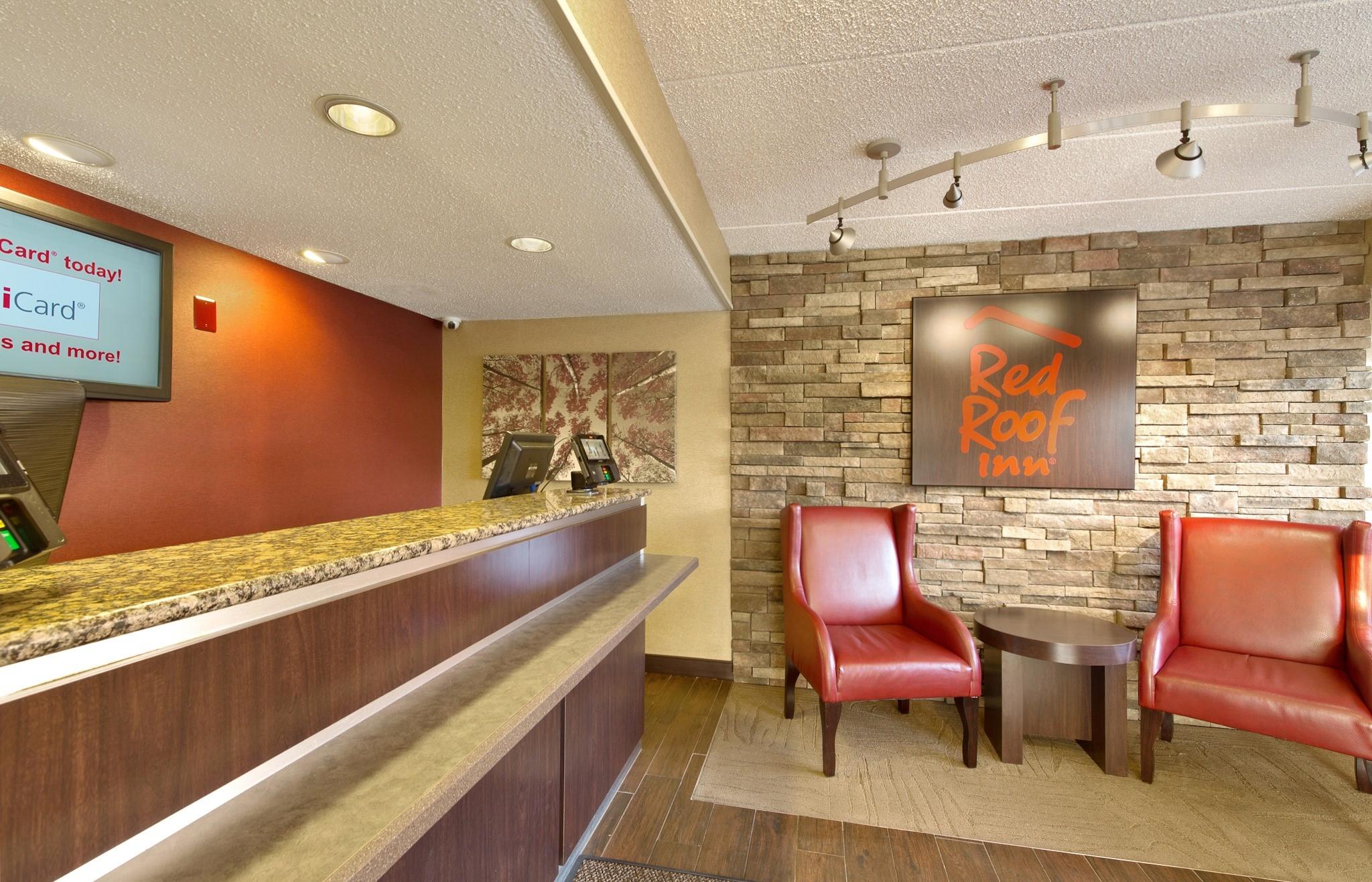012-lobby-2.jpg