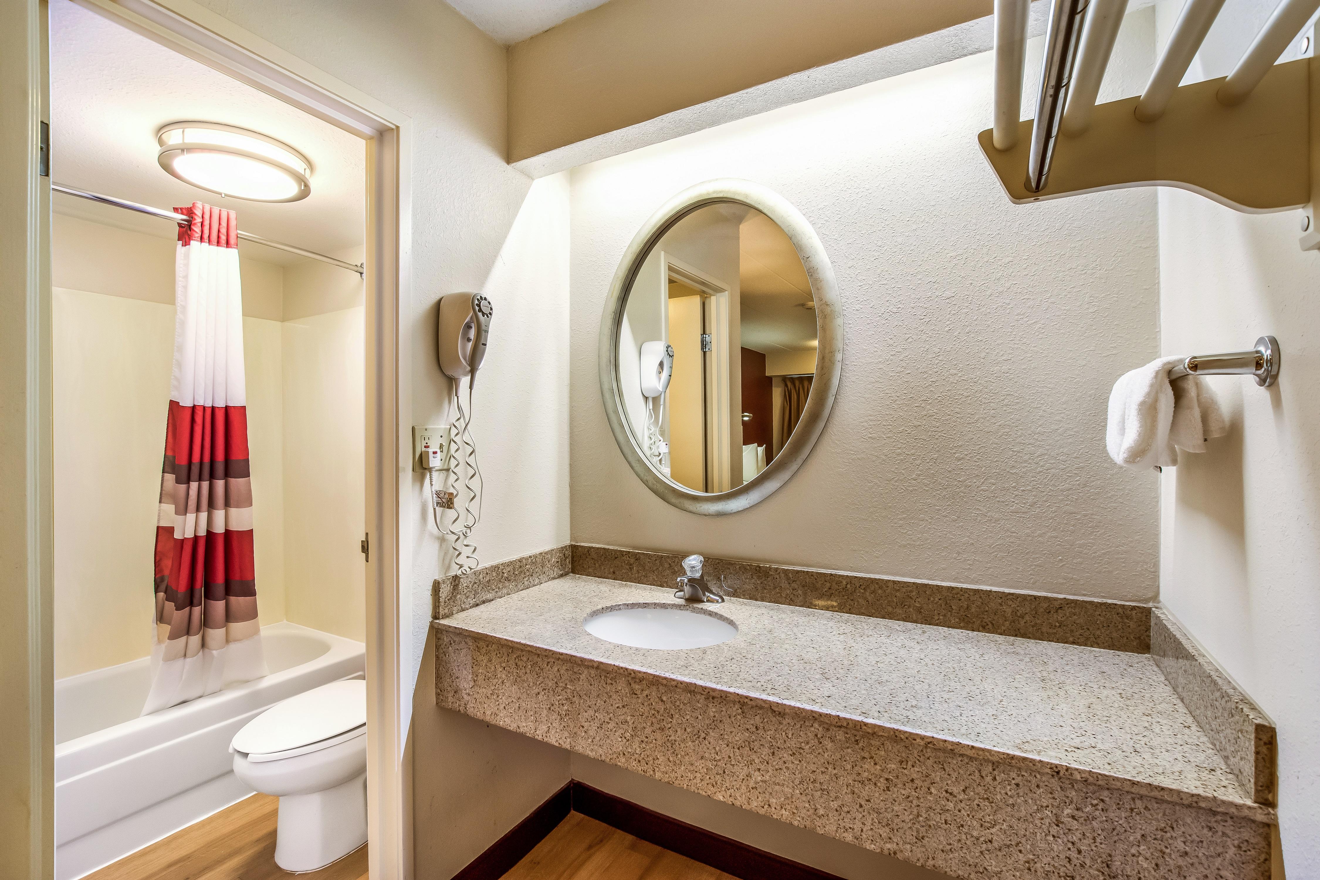 016-vanity-bath.jpg