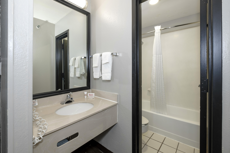 1151-vanity-bath.jpg