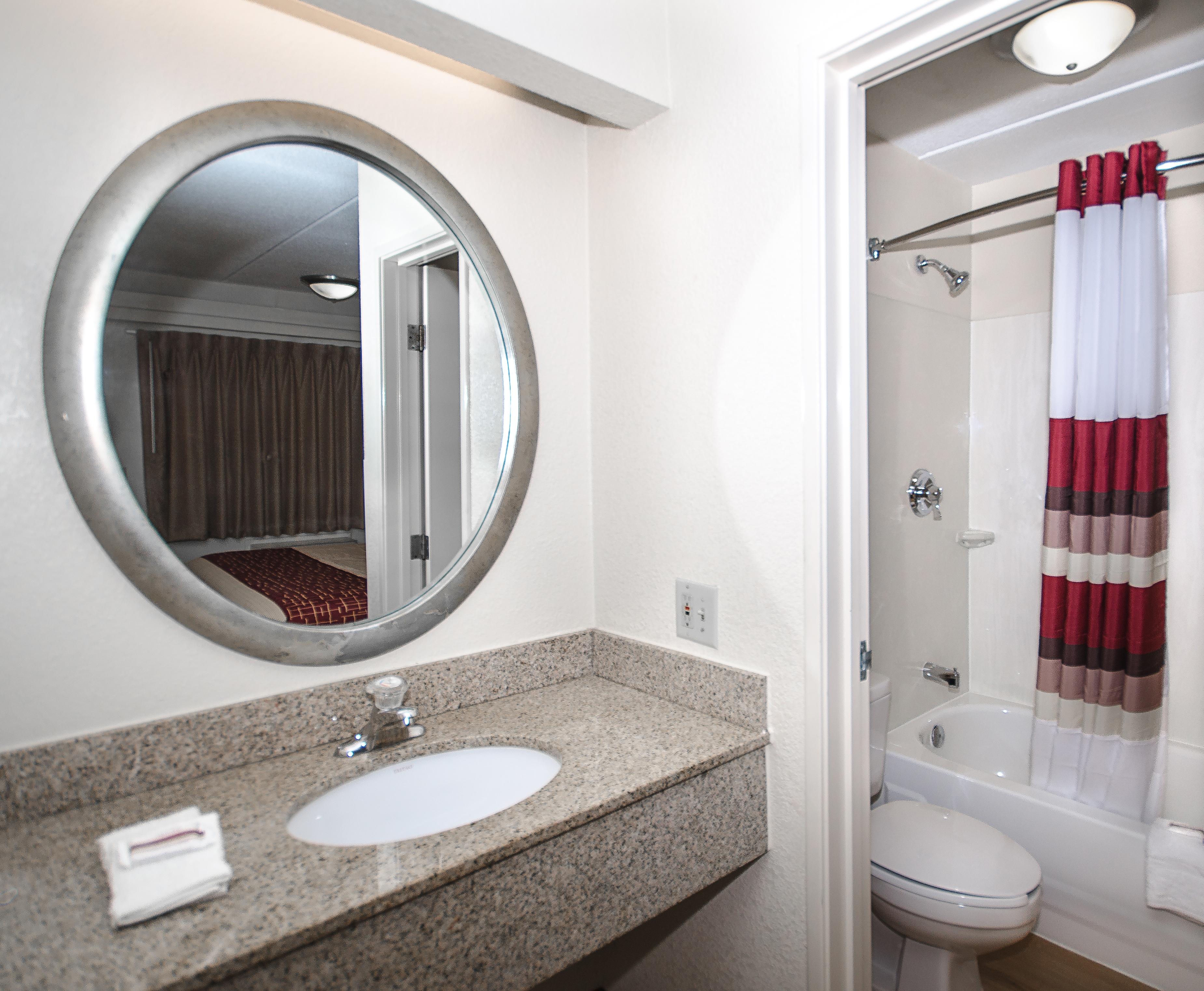 165-vanity-bath.jpg