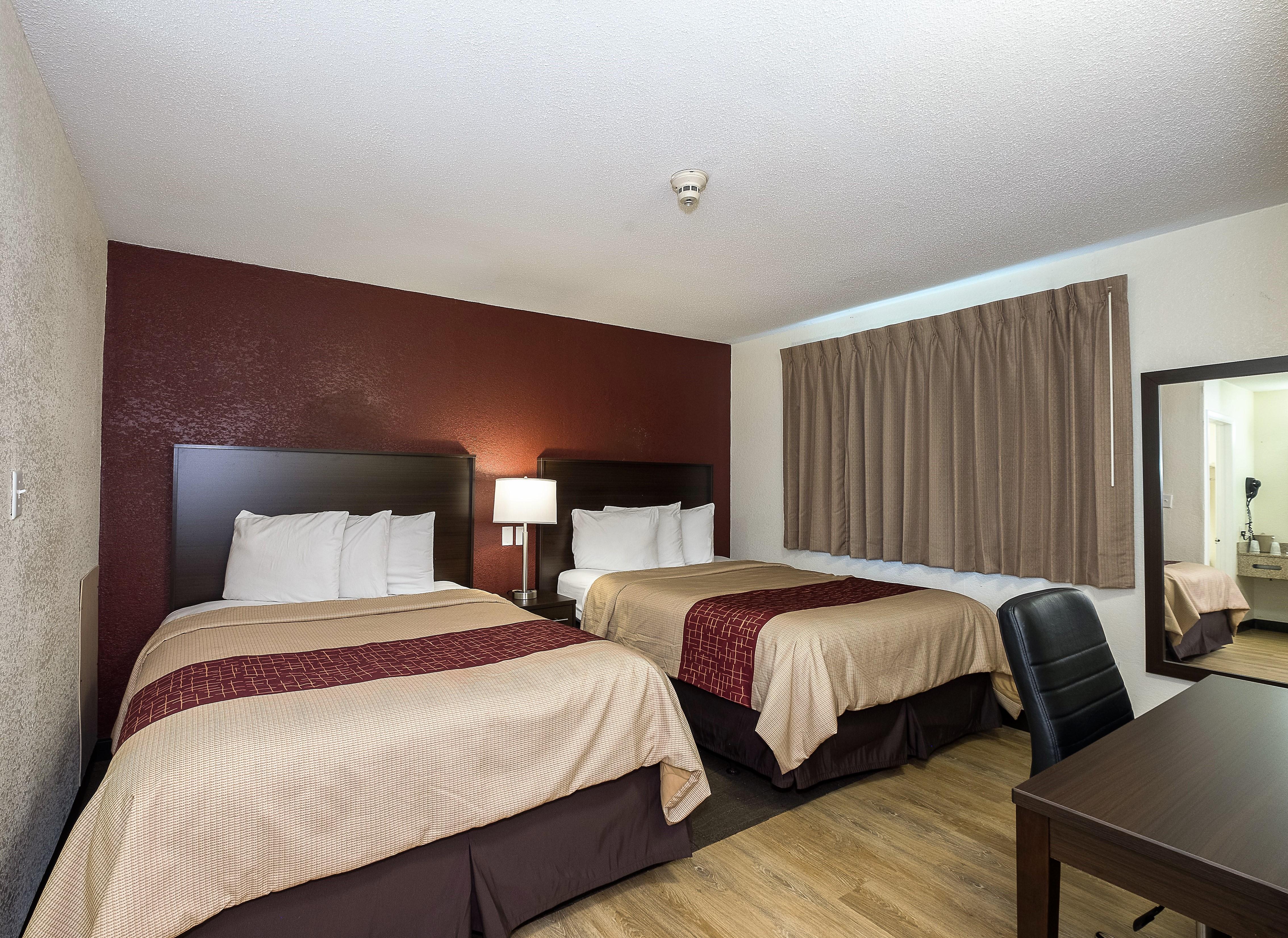 413-deluxe-2-queen-beds-5.jpg