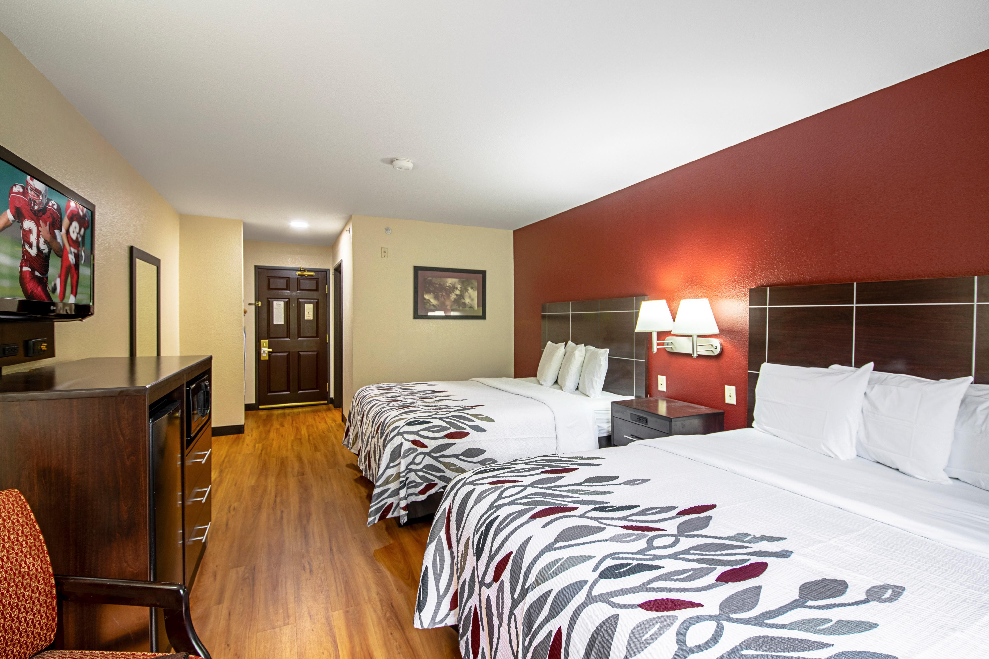 632-deluxe-2-queen-beds-03.jpg