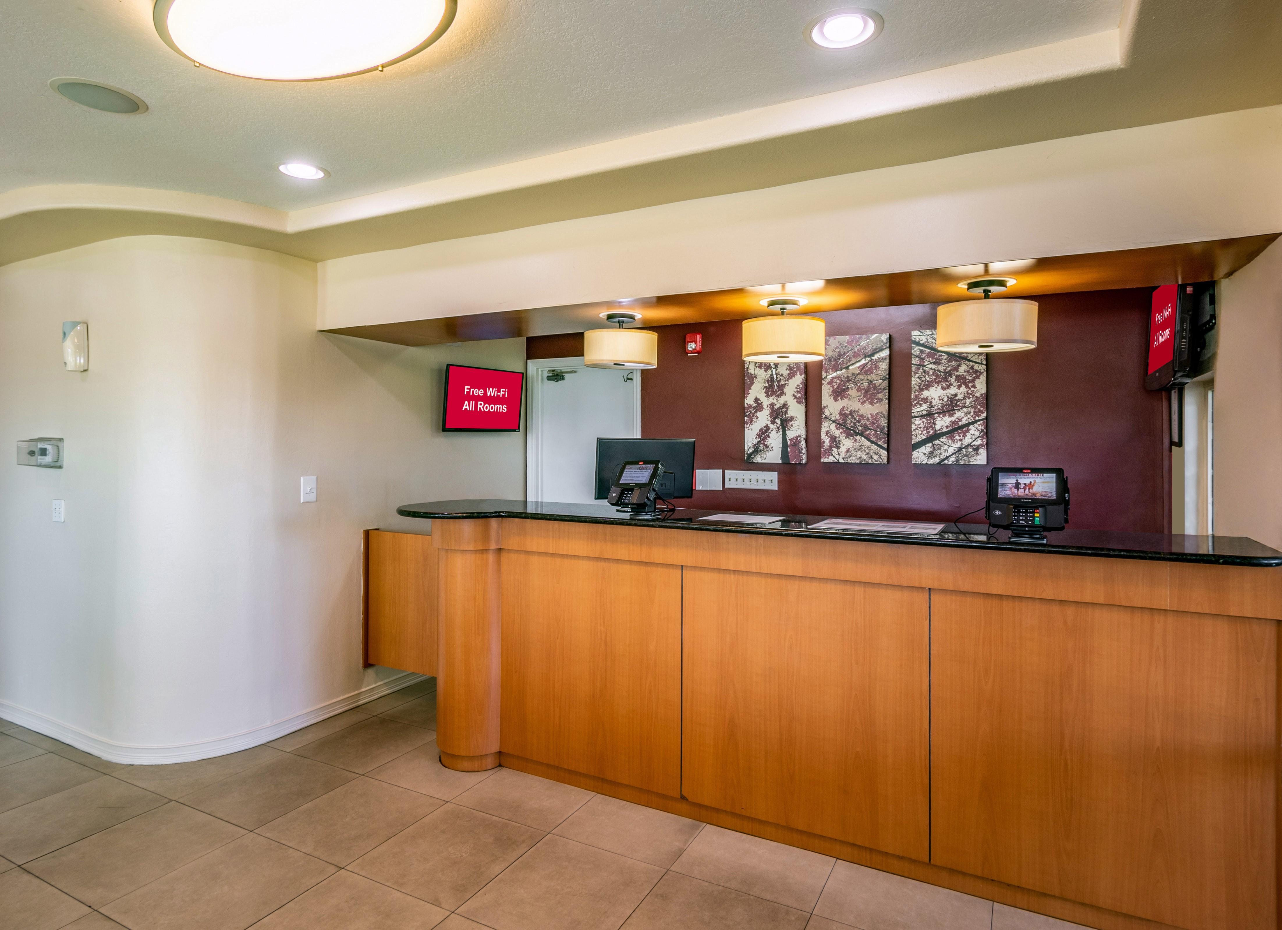 766-lobby-02.jpg
