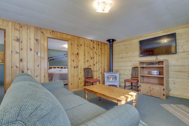 Deer-Cabin-823921.jpg