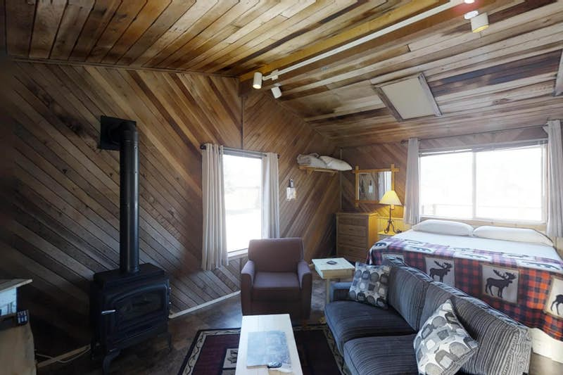 Moose-Cabin-710523.jpg