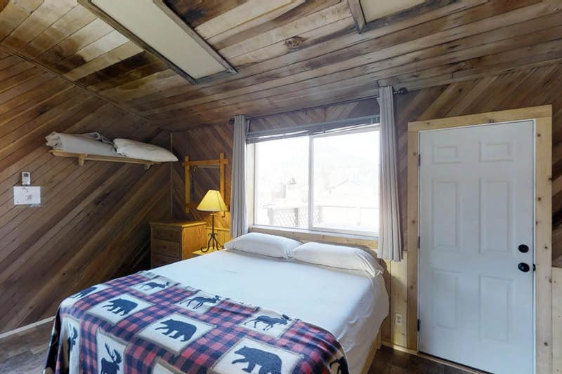 Moose-Cabin-710537.jpg