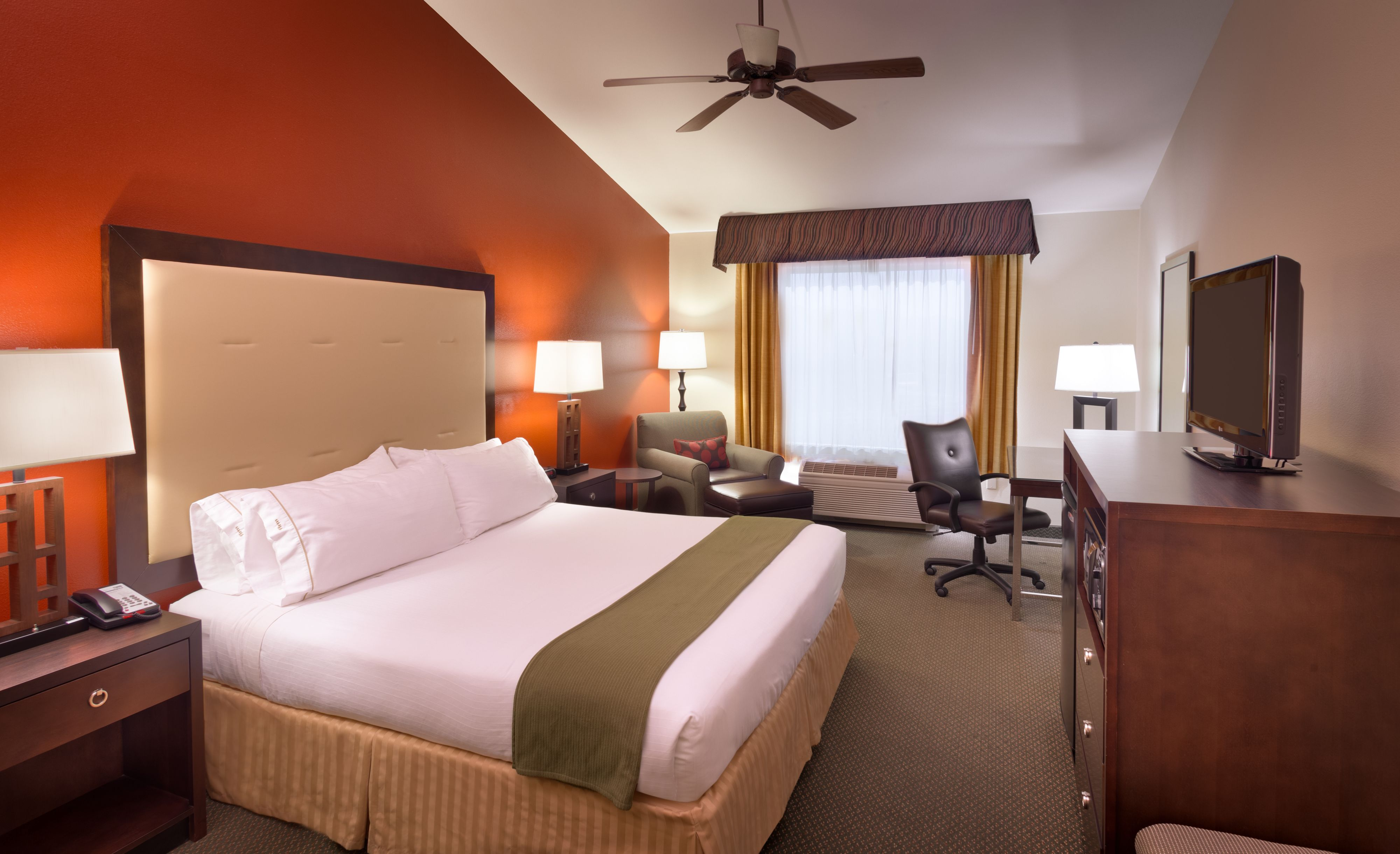 holiday-inn-express-and-suites-mesquite-3659598927-original.jpg