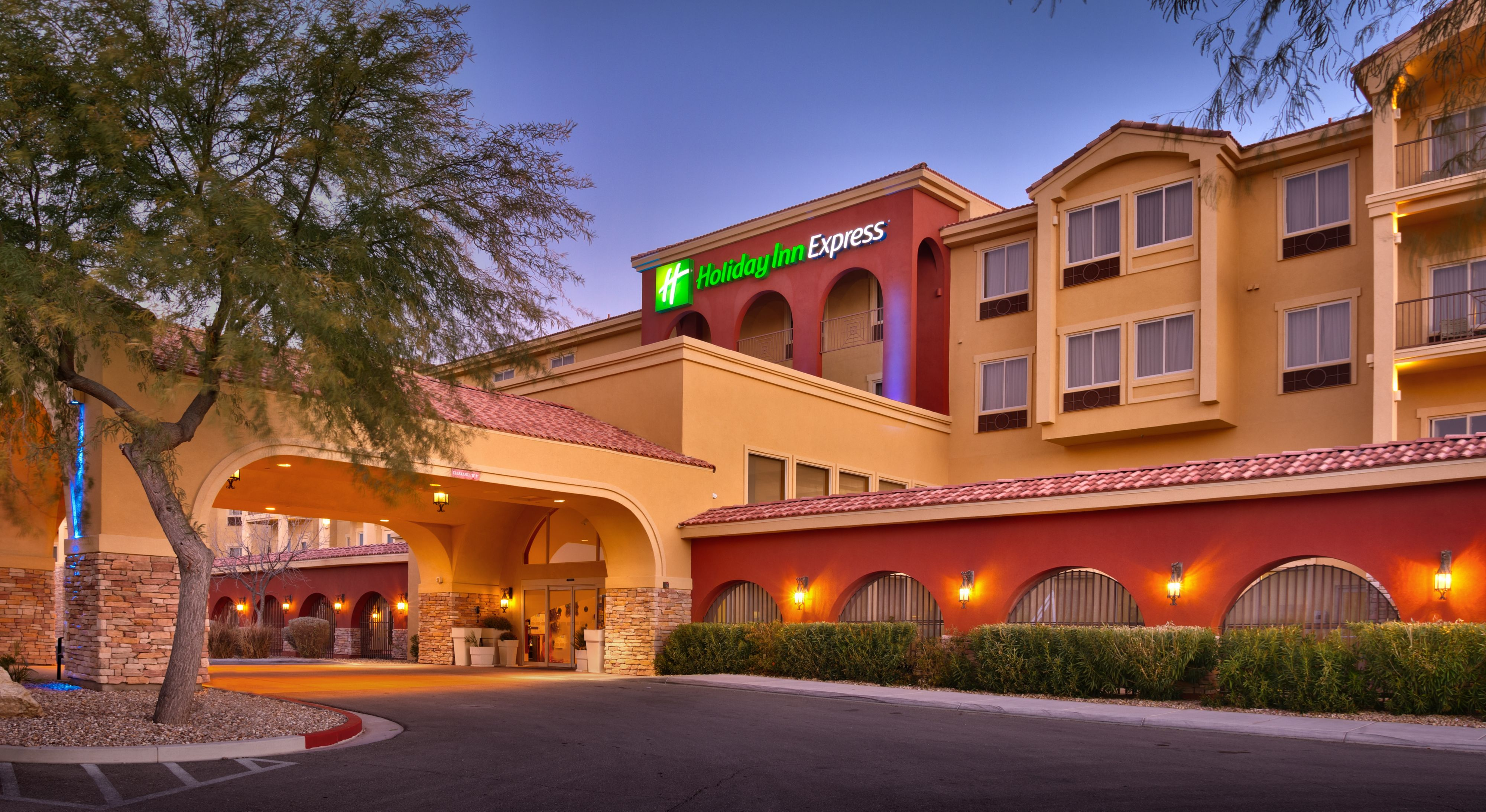 holiday-inn-express-and-suites-mesquite-3659853241-original.jpg