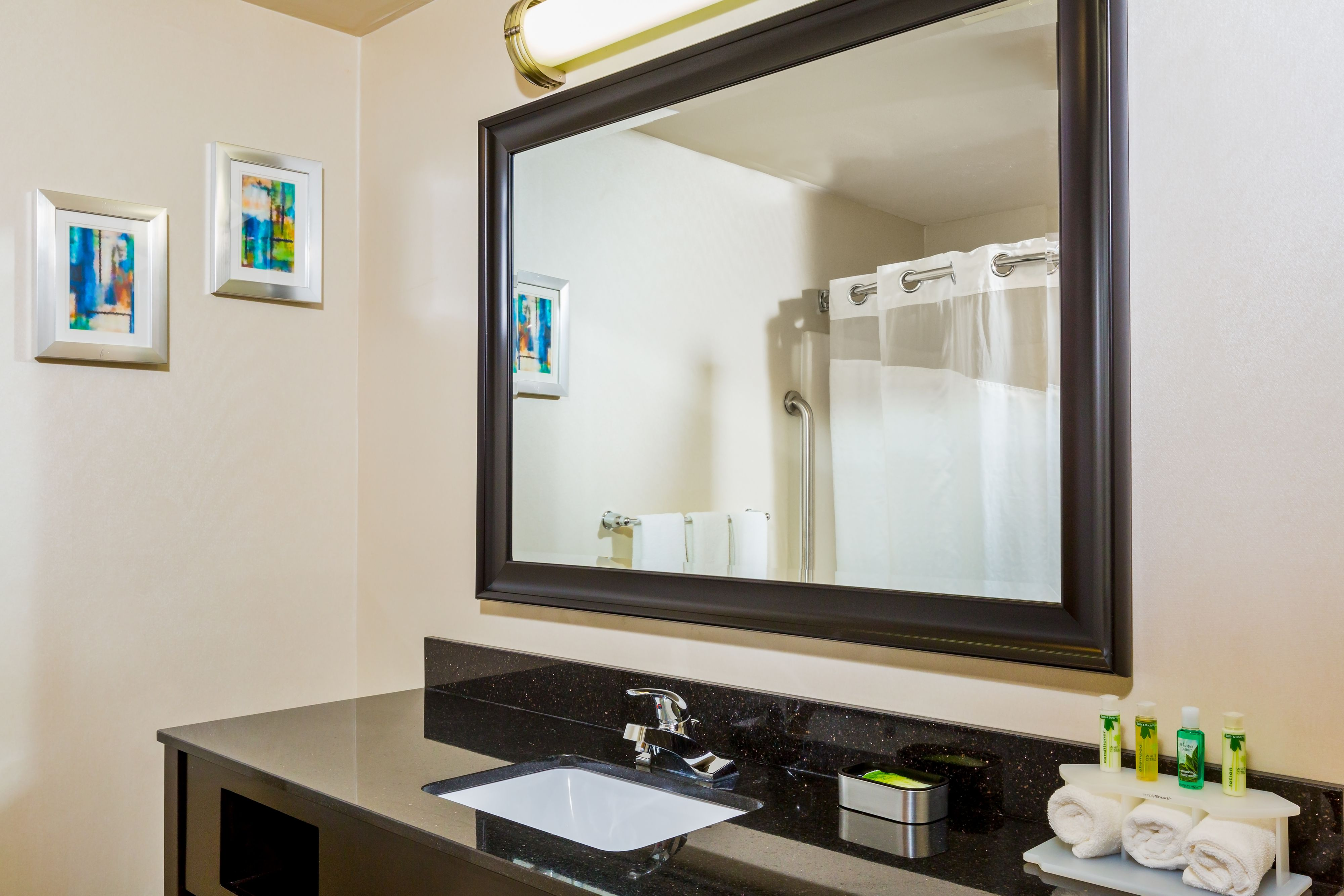 holiday-inn-express-and-suites-westampton-2893255374-original.jpg