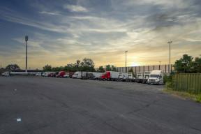 1212-truck-Parking.jpg