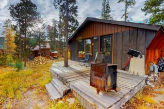 Endearing-Cabin-798836.jpg