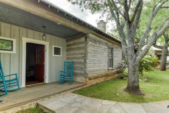 Historic-Rocky-Hill-Bordeaux-Suite-276083.jpg