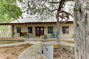 Historic-Rocky-Hill-Tempranillo-Suite-276065.jpg