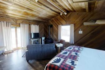 Moose-Cabin-710522.jpg