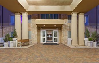 holiday-inn-express-and-suites-glen-rose-4121174497-original.jpg
