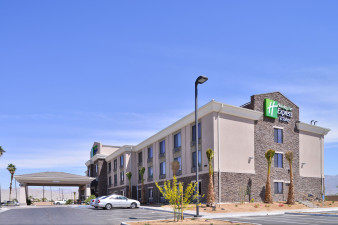 holiday-inn-express-and-suites-indio-4795920280-original.jpg