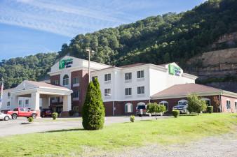 holiday-inn-express-and-suites-logan-5223308045-original.jpg