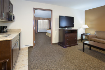 holiday-inn-express-and-suites-pueblo-4164754447-original.jpg