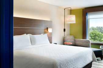 holiday-inn-express-and-suites-red-wing-5590369452-original.jpg